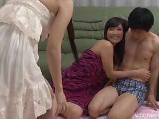 Boyfriend fucks his slutty GF Kiyuri Aoki and her best friend