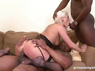 Deepthroat and hard anal sex for this fine MILF with such exceptional skills