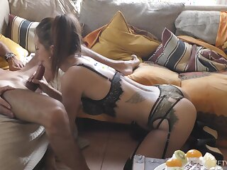 Video of titillating trophy wife Jess giving an amazing blowjob. HD