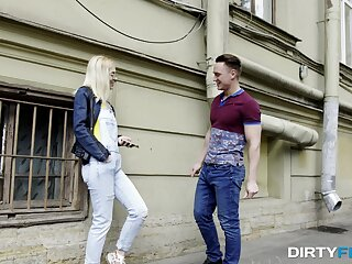 A chance encounter leads to some crazy hot casual sex with Aurora Sky