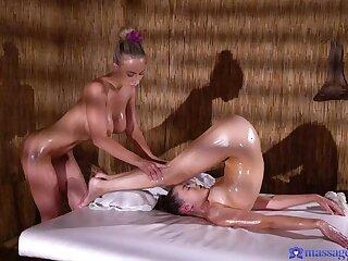 Sensual lesbians pussy licking 69